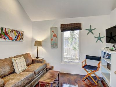 Photo for Charming cottage in the heart of town! Private courtyard and firepit - 1 dog OK!