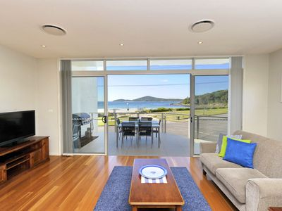 Photo for Modern, Luxury, Ducted Airconditioning! Magnificent views across the Beach!