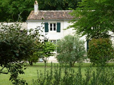 Photo for Holiday rental River Cottage with 17th century surroundings near Saintes & river