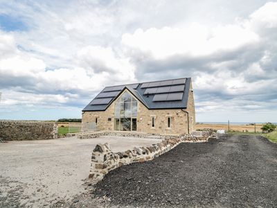 Photo for MILL VIEW, family friendly, with pool in Embleton, Ref 970138