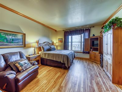 Photo for Mountain studio condo with shared pool/hot tub, walk to Navajo lift