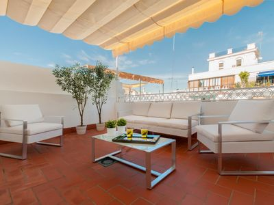 Photo for Wonderful 2 Bd apartm in front of the Cathedral with Terrace & views. Cabildo II