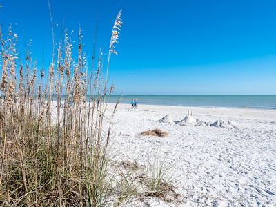 Photo for Mid-Island Gem! Sanibel Gulf Front with Pool. 2 Bed/2 Bath No-Smoking/No Pets.