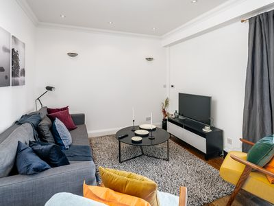 Photo for Bright 2 bed apartment in Brixton