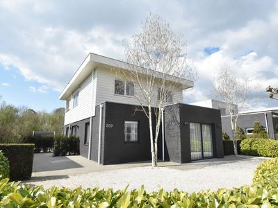 Photo for Modern villa with jacuzzi, sauna & private jetty nearby Harderwijk and the lake
