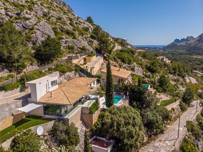 Photo for One level family friendly 3 bedroom villa with dramatic views of the Pollensa Area and beyond.