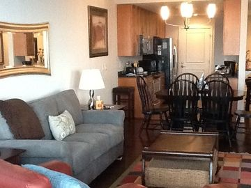 Newly renovated condo, hardwood floors and new furnishings