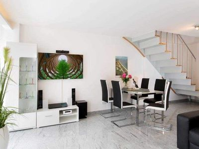 """Photo for Apartment """"A06"""" 96 m² to 6 adults + 1 infant (up to 3 years) - A06 beach residence apartment"""