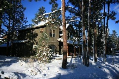 Luxury! Location! Relaxation! Close to Bend and Mountain!