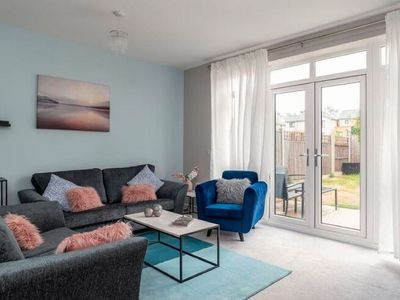 Photo for Elegant Holiday Home in Milton Keynes near Towncentre