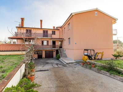 Photo for Apartment in Medulin only 500 meters to the sandy beach with Wi-Fi, air conditioning, garden, barbecue