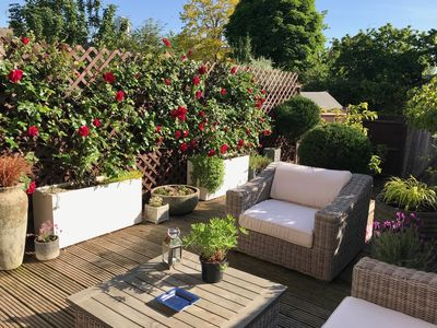Photo for Sunny townhouse with garden, three tube stops from Theatreland near leafy park
