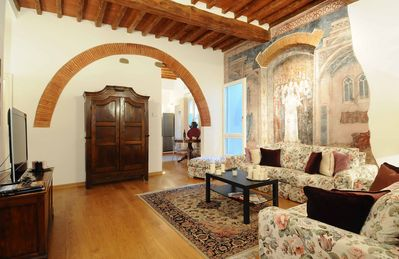 Photo for Welcoming Cozy Apartment five minutes from Ponte Vecchio