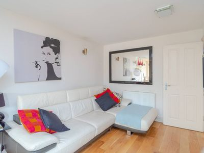 Photo for Charming 2 bed flat in Shepherd's Bush!