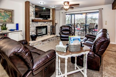 Spacious Ground Floor  Lakefront Condo With All The Extras Cable Tv, WIFI.