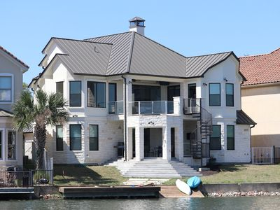 Photo for Beautiful 4 bed room  3 1/2 Bath room , Waterfront home in the heart of Horseshoe Bay.