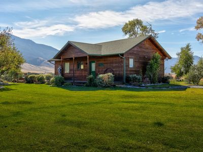 Photo for Yellowstone River Retreat
