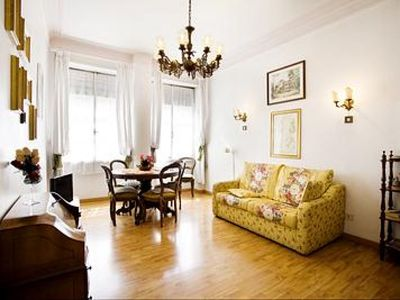 Photo for Casa Sacconi apartment in Borghese-Parioli with WiFi, air conditioning & lift.