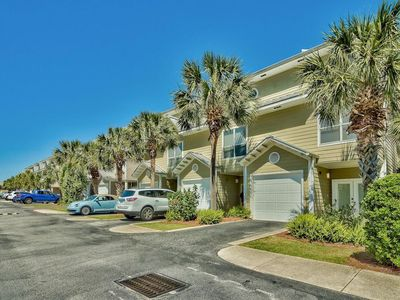 Photo for Centrally located three-story townhome, Steps to the water, Close to entertainment