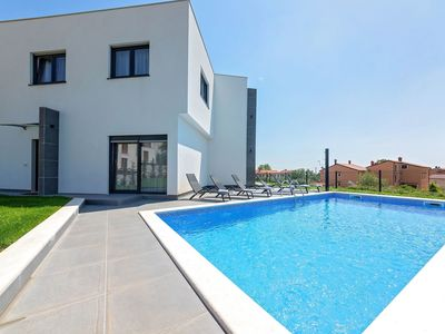 Photo for Comfortable villa with private pool, a short drive from Porec and the coast