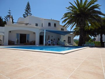 Excellent pool villa 3 minutes to the beach, air conditioning, WiFi, safe