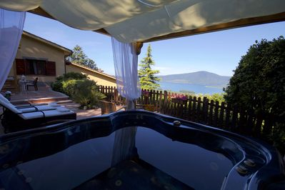 Superior Suite GLICINE / Jacuzzi - the lake  view
