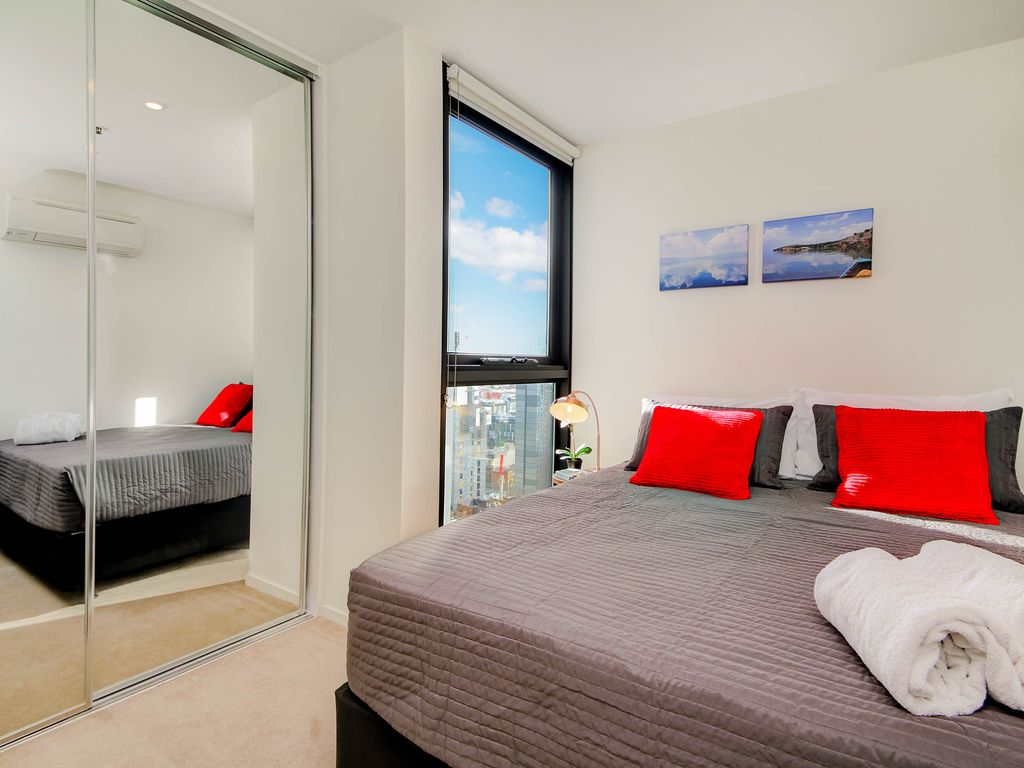 For business or leisure stay in the heart of Melbourne