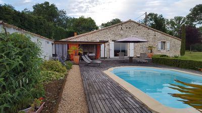 Photo for Typical Quercy single storey house, with heated pool