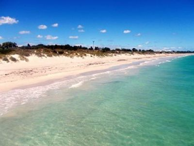 Photo for Cosy home mins to Fremantle, Beach, Park and Shops