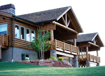 A masterfully built log home ideally located between Bryce Canyon and Zion Parks