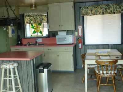 Cozy kitchen and dining area together!!
