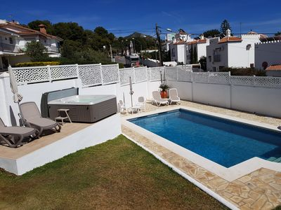 Photo for Lovely villa with sea view, large pool and jacuzzi