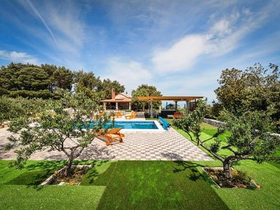 Photo for Holiday house with pool, jacuzzi and sea views