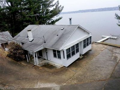 This Cottage offers dramatic views of Hamlin Lake with 150 feet of lakefront