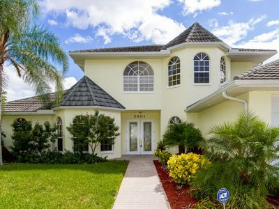 Photo for SW Cape Coral | Direct Access | Prime location, walking distance to Cape Harbour Marina