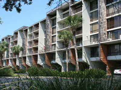 Beautiful 327 Litchfield Retreat Condo. Totally Renovated 2018. Pool and Beach!