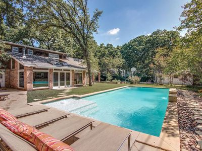 Photo for Pool, Hot Tub and only a few minutes from Downtown Dallas and the DFW Airport!