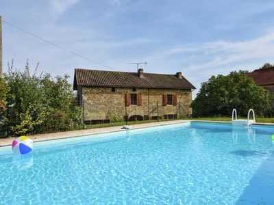 Photo for Stone house with private swimming pool and close to touristic sites.