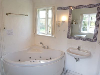 Photo for Vacation home with jacuzzi near Bal