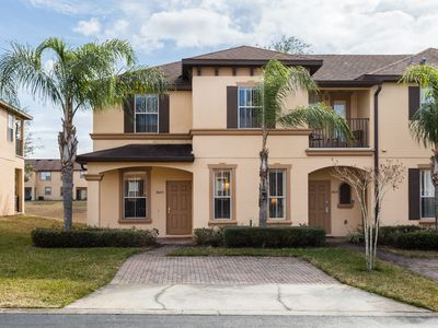 Regal Palms Townhome, 4 bedrooms and 3.5 baths and sleeps up to 8!