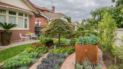 Photo for 1BR Apartment Vacation Rental in Elwood, VIC