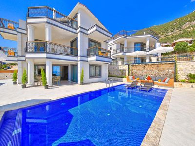 Photo for Beautiful 3 Double bed villa - Heated Pool, Jacuzzi and Ping Pong table