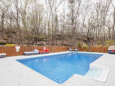 New Luxury 5BR Woodstock Secret Retreat Near all Ski MT Heated Pool& Hot Tub