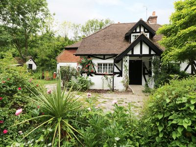 Photo for GIBBYS COTTAGE, pet friendly, with open fire in Jevington, Ref 971740