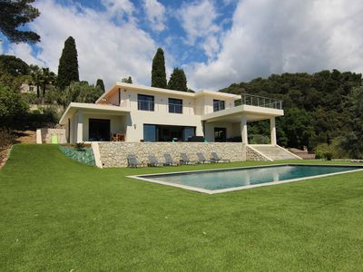 Photo for Sublime villa in the hills, sea view, pool