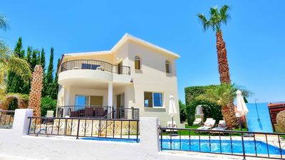 Photo for Luxury Detached Villa In Central Coral Bay With Private Pool - Car Not Required.