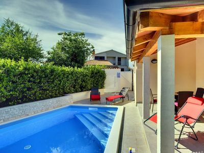 Photo for Charming villa with private pool only 1 km to the beach with air conditioning, WiFi, terrace, grill