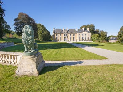 Photo for Spa-Château in the heart of a 50-hectare park