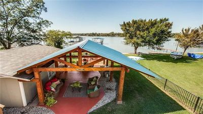 Photo for Awesome, family-friendly lake house with room for lots of guests.