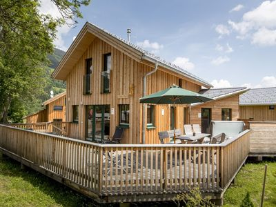 Photo for Detached, deluxe wooden chalet with wellness area and jacuzzi near Kreischberg